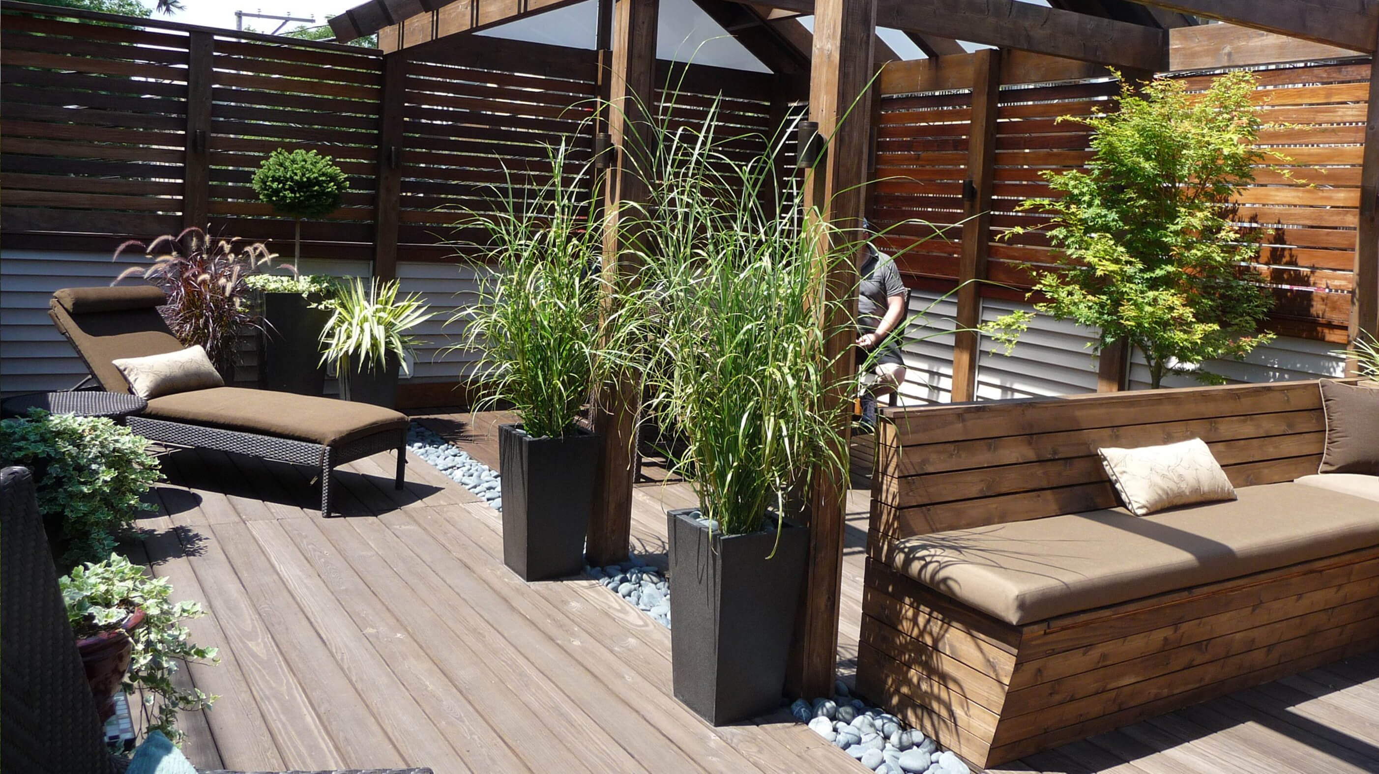 Chicago roof decks pergolas and patios urban rooftops for Rooftop patio garden ideas