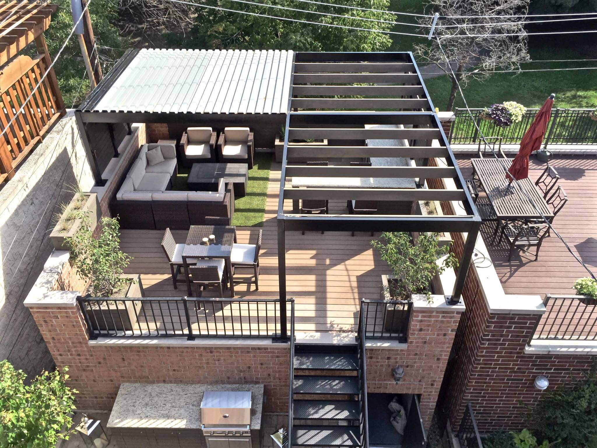 Rooftop deck with steel pergola and outdoor dining in wicker park chicago