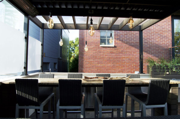 Outdoor dining with pergola chicago