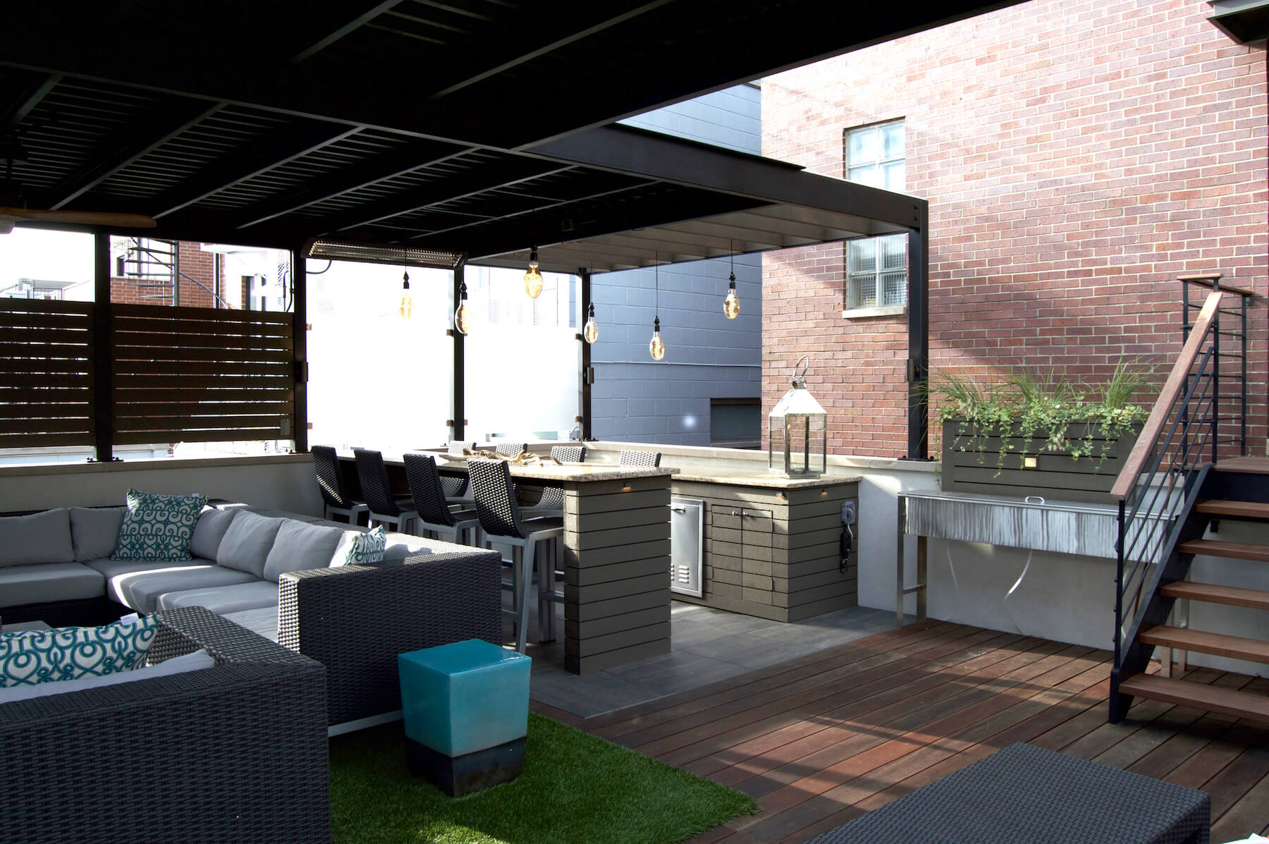 Rooftop deck and lounge space in the heart of chicago for Garage deck