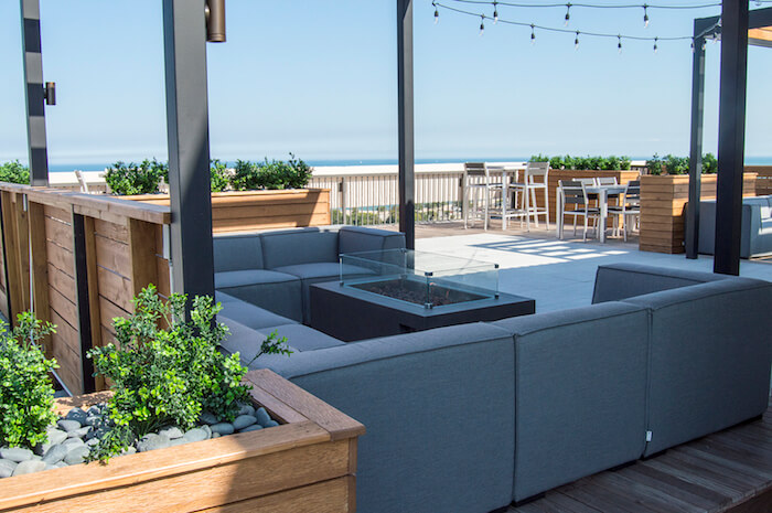 Rooftop lounge with dining