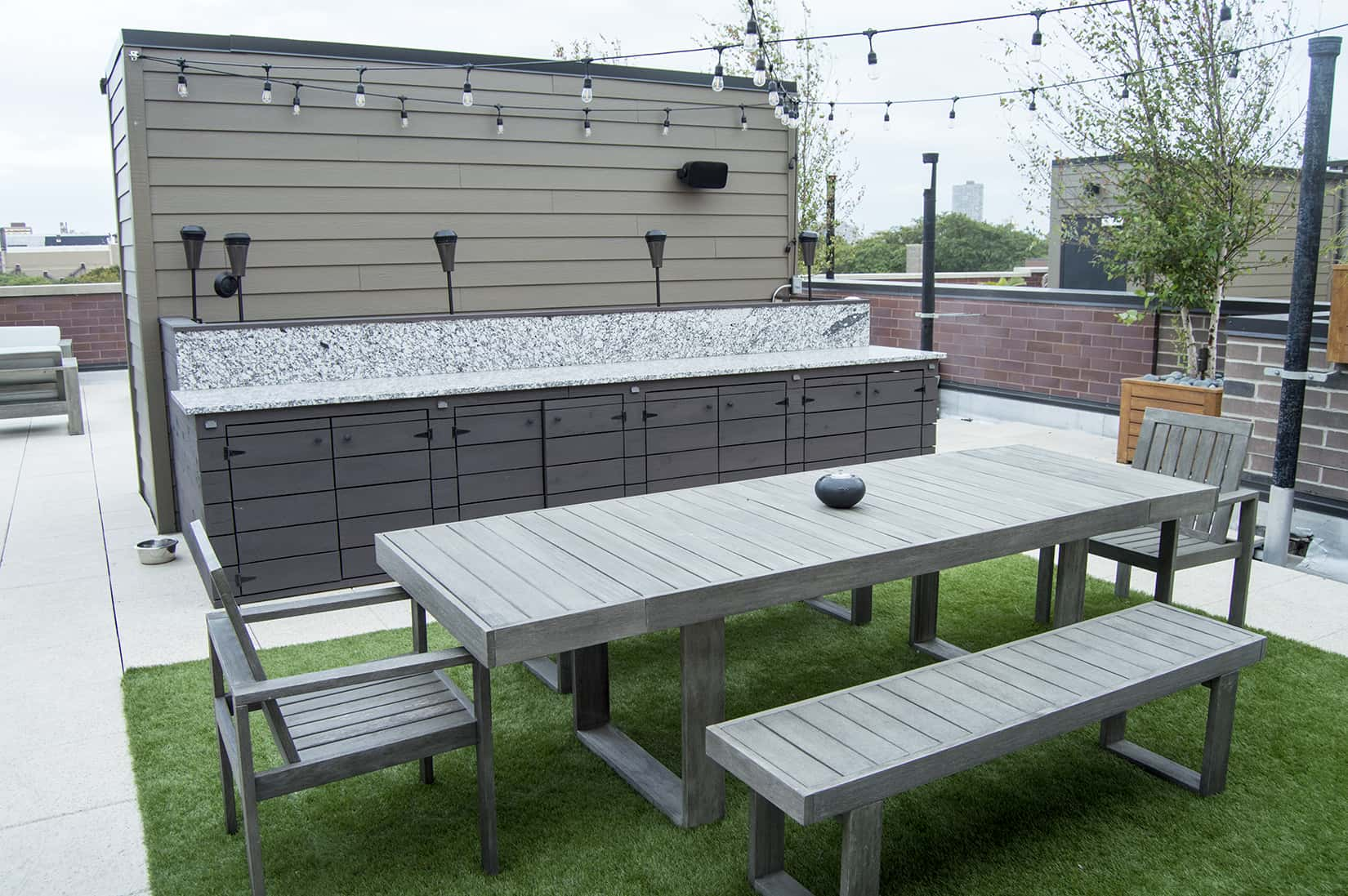 Outdoor Kitchen With Buffet Dining Area Uptown Chicago